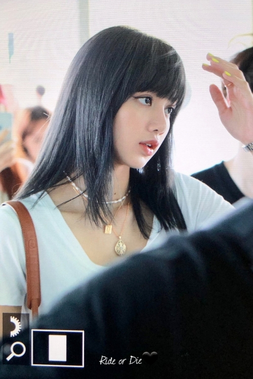 lan dau tien nhuom toc den lisa blackpink khien fan han ngay ngat may ngay nay