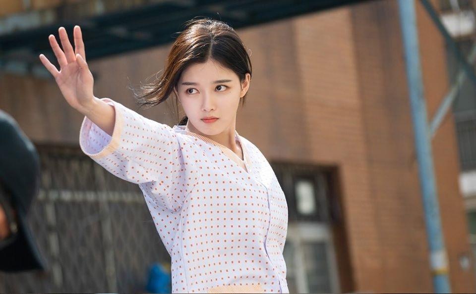 duoc khen trong cua hang tien loi seatbyul nhung kim yoo jung co nen dong phim thanh xuan vuon truong mot lan nua nhu kim so hyun