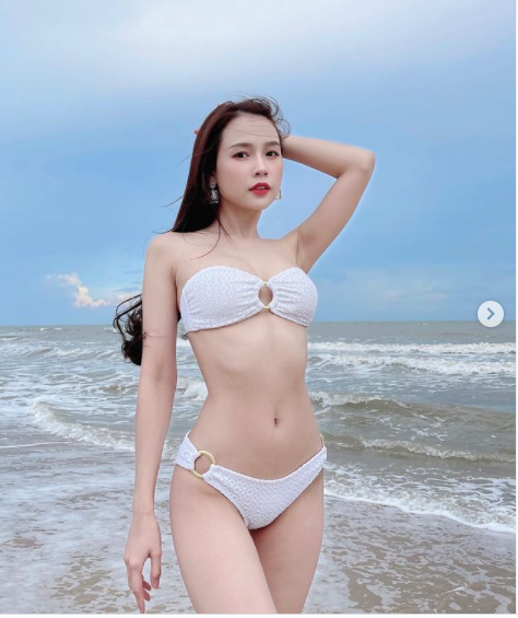Giữa mùa dịch không được đi biển, sao Việt khoe ảnh bikini nóng bỏng 'chết người'