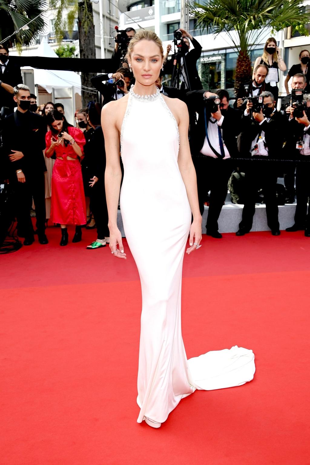 Thảm đỏ LHP Cannes 2021: Ngắm nhìn thời trang sang chảnh, lộng lẫy nhất do Vouge bình chọn