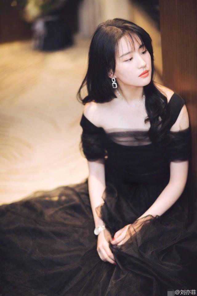 Sao nữ Hoa ngữ khi để tóc mái: Dương Tử liệu có một màu, Địch Lệ Nhiệt Ba gần gũi thấy lạ