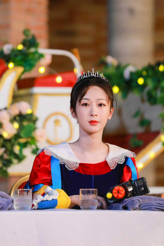 Dương Tử tung loạt hình 'full không che' làm Bạch Tuyết cực kỳ dễ thương