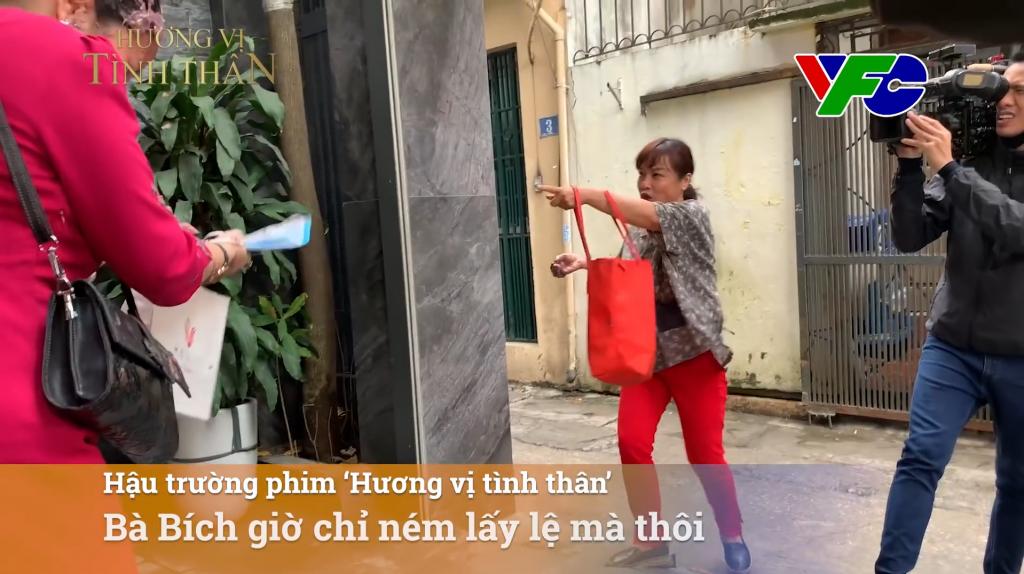 'Hương vị tình thân': Không phải bà Bích, đạo diễn mới là người ném mắm tôm nhiều nhất!