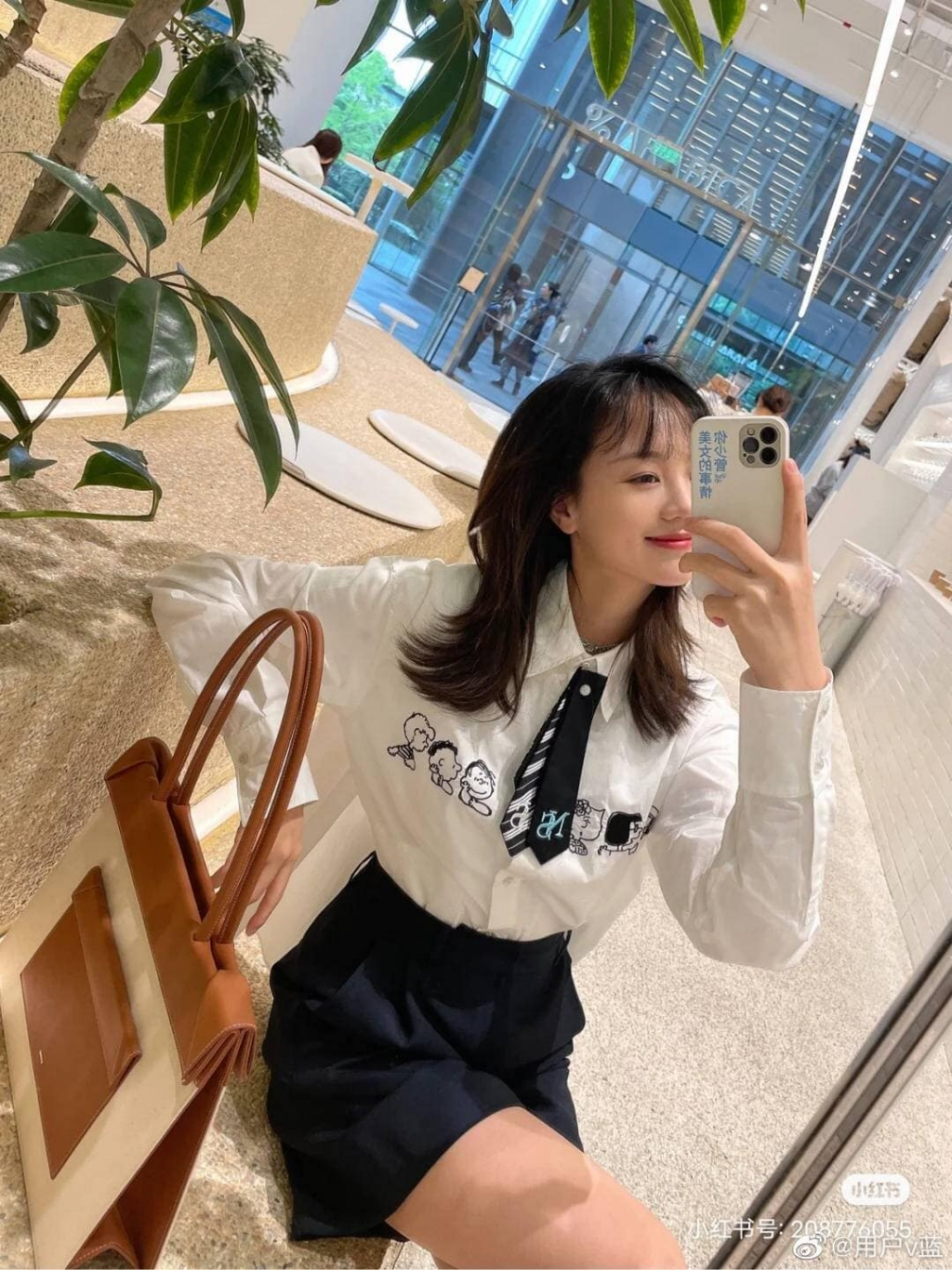 Hồ Ý Hoàn của 'Hạ tiên sinh lưu luyến không quên' khiến fan mê mệt với loạt ảnh trên Weibo