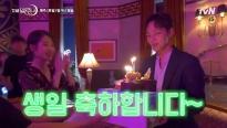 Hậu trường 'Hotel Del Luna': Quản lý 'số nhọ' Chan Sung 'cày cuốc' chăm chỉ được bà chủ Jang tặng bánh sinh nhật