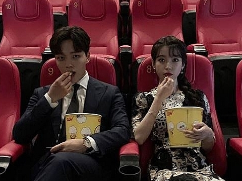 dot nhap instagram cua ba chu hotel del luna dang dau soi lua bong van dat trai di xem phim