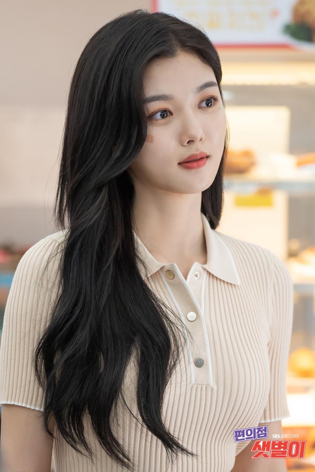 chuyen chua ke ve kim yoo jung co nhan vien dang yeu cua cua hang tien loi saet byul