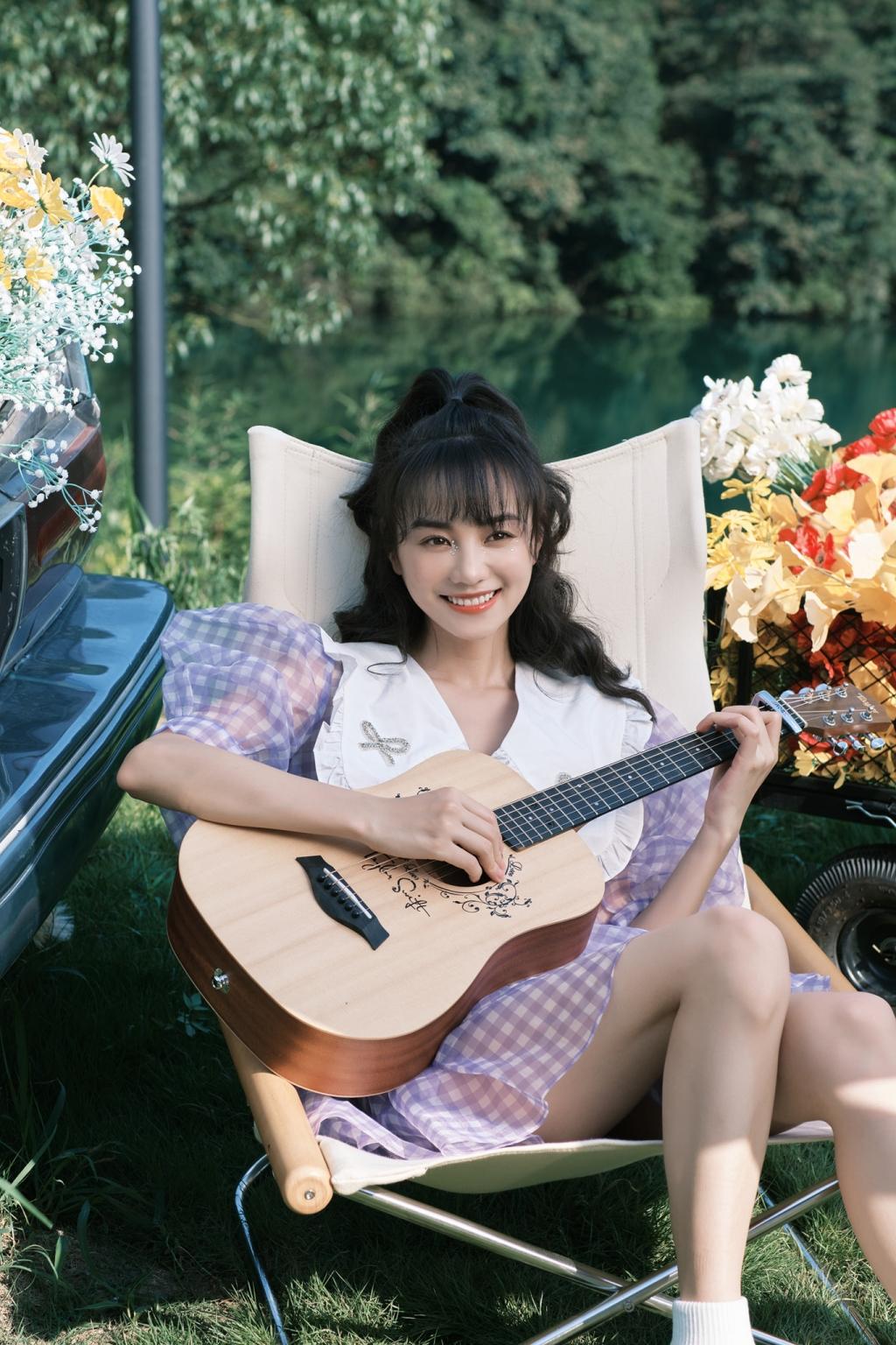 Hồ Ý Hoàn tung MV cute hết nấc, 'bã xã Hạ tiên sinh' xứng danh vợ quốc dân