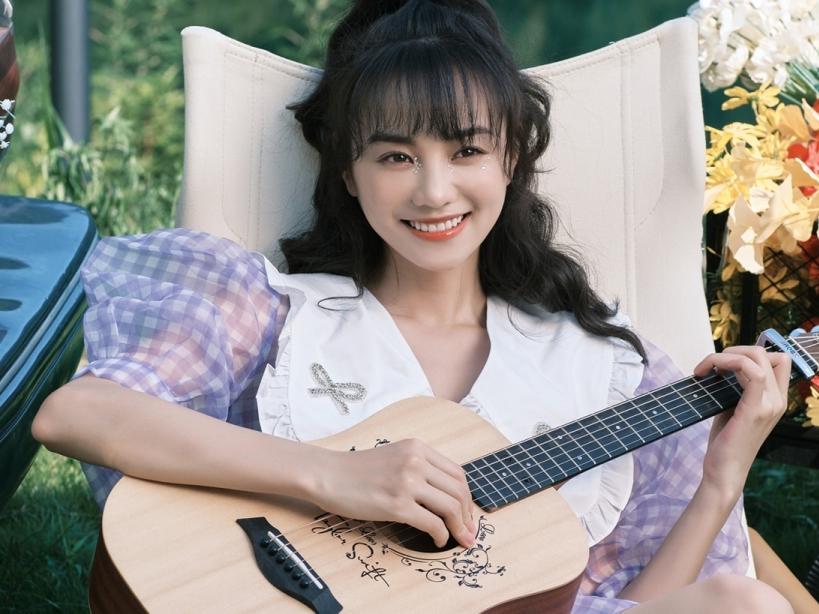 Hồ Ý Hoàn tung MV cute hết nấc, 'bà xã Hạ tiên sinh' xứng danh 'vợ quốc dân'