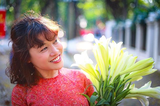 Tại sao 'bà Bích' Tú Oanh của 'Hương vị tình thân' xứng đáng là nữ diễn viên ấn tượng nhất VTV Awards?