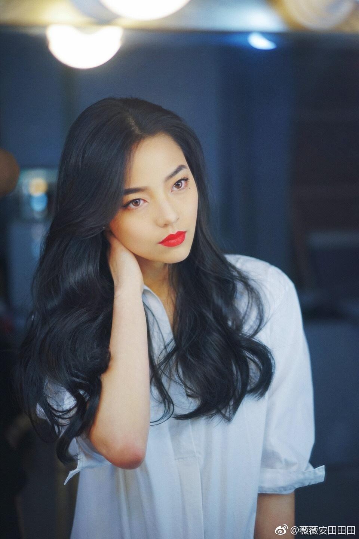 Loạt ảnh đầy sexy của Vy Vy   nữ diễn thủ vai cô nàng 'ăn chơi' Phàn Tiểu Vũ trong 'Nửa hiệp cơ trí'