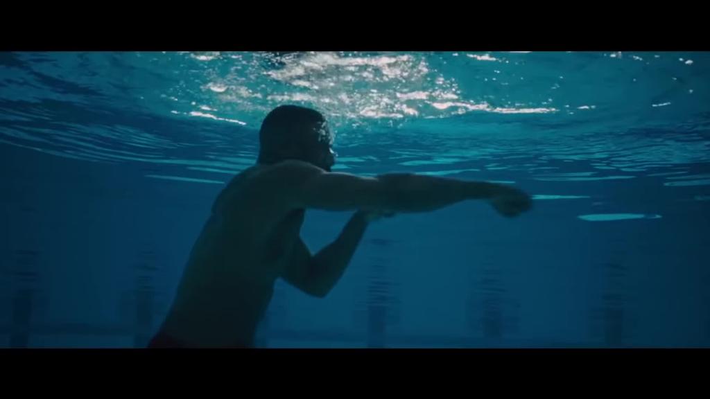 michael b jordan khoe co bap cuon cuon trong trailer phim creed 2
