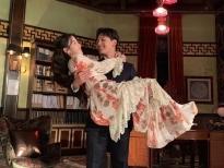 'Hotel Del Luna': Vừa mới về nhà, giám đốc Wol đã đòi Goo Chan Sung 'bế lên giường'
