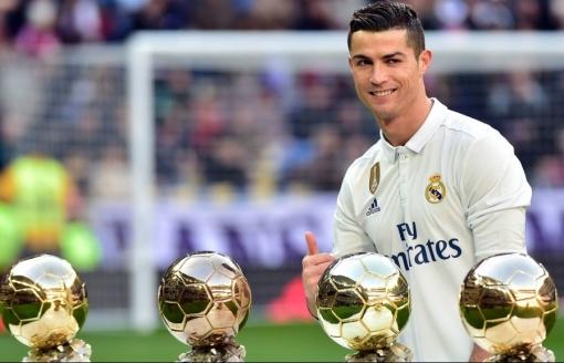 Cristiano Ronaldo đang là cái tên hot search, vậy bạn đã xem 4 bộ phim 'siêu độc' về chàng cầu thủ này chưa?
