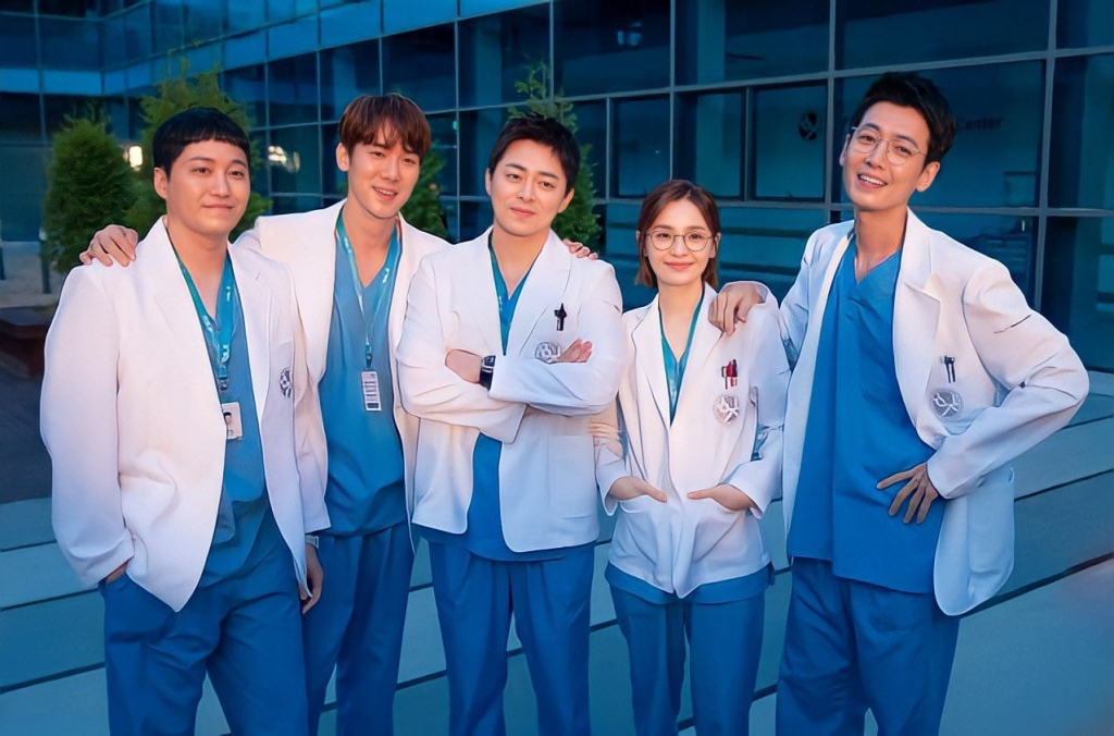 'Hospital Playlist 2' kết thúc với rating kỷ lục, quyết định chiêu đãi khán giả thêm tập đặc biệt
