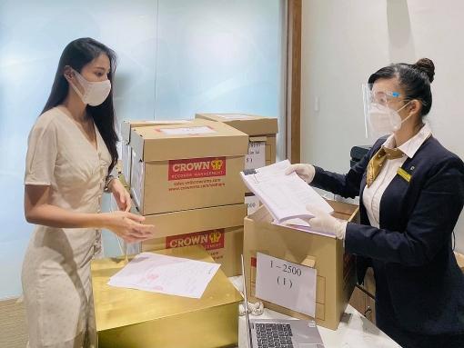 Thủy Tiên gửi văn bản làm rõ 4 điều từ đợt từ thiện miền Trung, tuyên bố nhờ công an vào cuộc