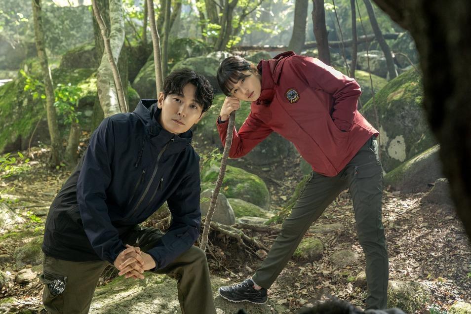 Phim Hàn không thể bỏ lỡ tháng 10: Nàng Dae Jang Geum trở lại làm thám tử, Jun Ji Hyun và Joo Ji Hoon ' song kiếm hợp bích'