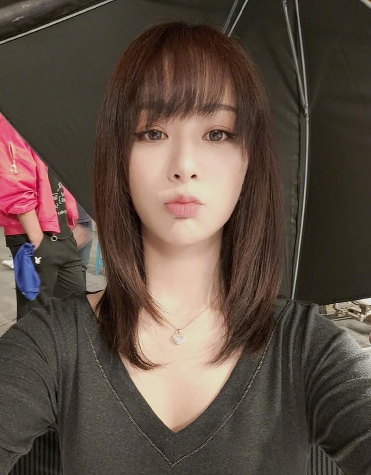 Dương Tử bị đào lại loạt hình selfie xinh như búp bê, khiến ai nấy cứ gọi là ngất ngây!