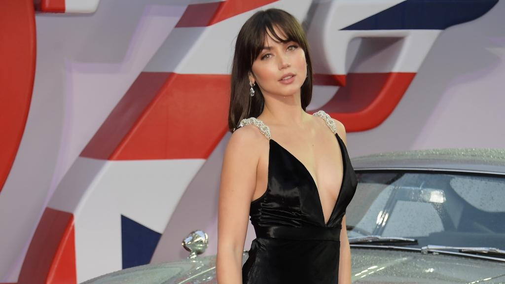 Ana De Armas   nàng 'Bond girl' bốc lửa bị fan kêu gào vì xuất hiện quá ít trong 'No time to die'
