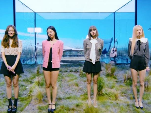 BlackPink xinh đẹp kiều diễm, tụ họp đông đủ trình diễn bản hit 'Stay'