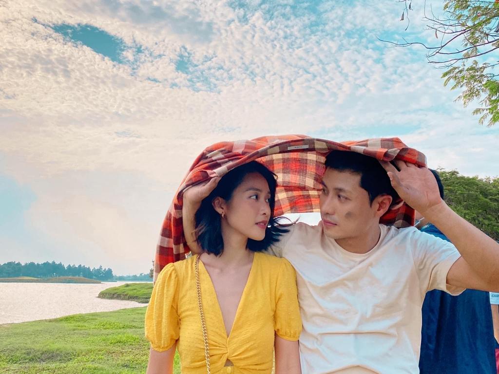 Thanh Sơn và Khả Ngân phản ứng ra sao trước nghi ngờ 'phim giả tình thật'?