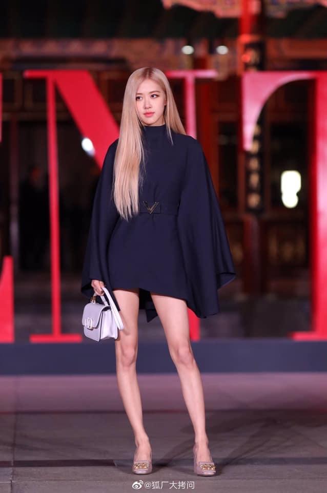rose blackpink xinh dep long lay tai valentino fashion show