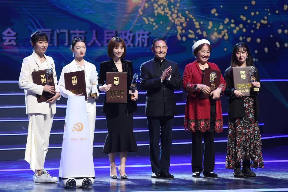 'Kim Kê' lần thứ 33 lộ diện 19 đề cử xuất sắc