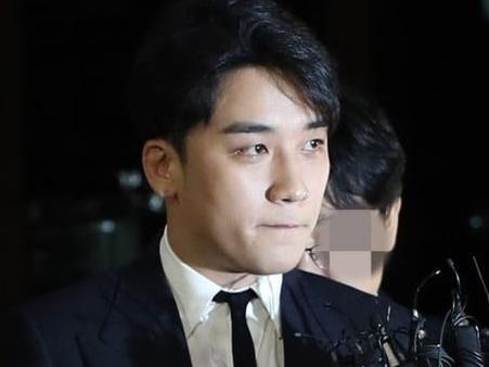 seungri nhan duoc loi xin loi muon mang tu fan khap the gioi sau mot nam bi giay vo va khinh bi