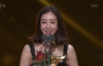 jung ryeo won len tieng ve nan lam duc tinh duc tai sbs drama awards 2017
