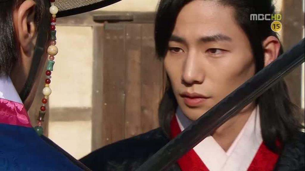 kim yoo jung tai hop voi nam phu cua mat trang om mat troi sau 6 nam