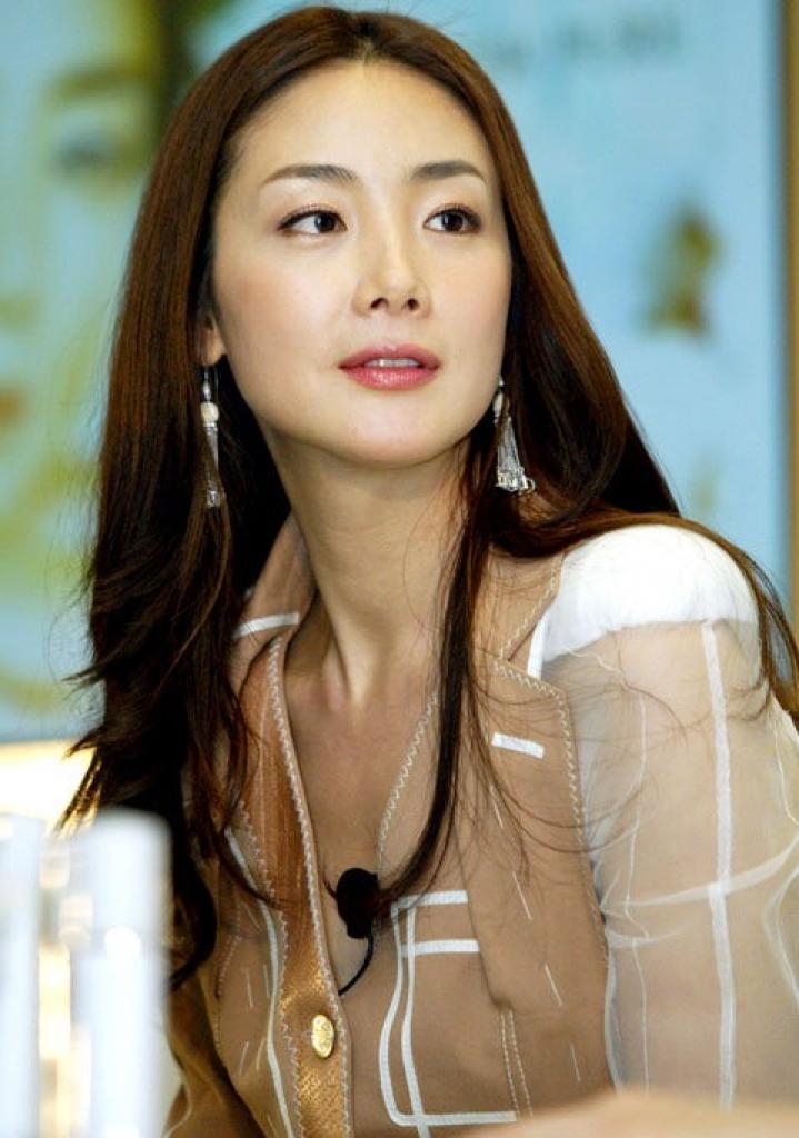 song hye kyo toi muon lay chong nhung nhin quanh chang co ai