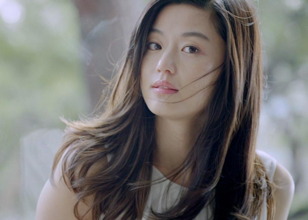 buc anh mat moc cua jun ji hyun chung minh co ay la my nhan khong tuoi