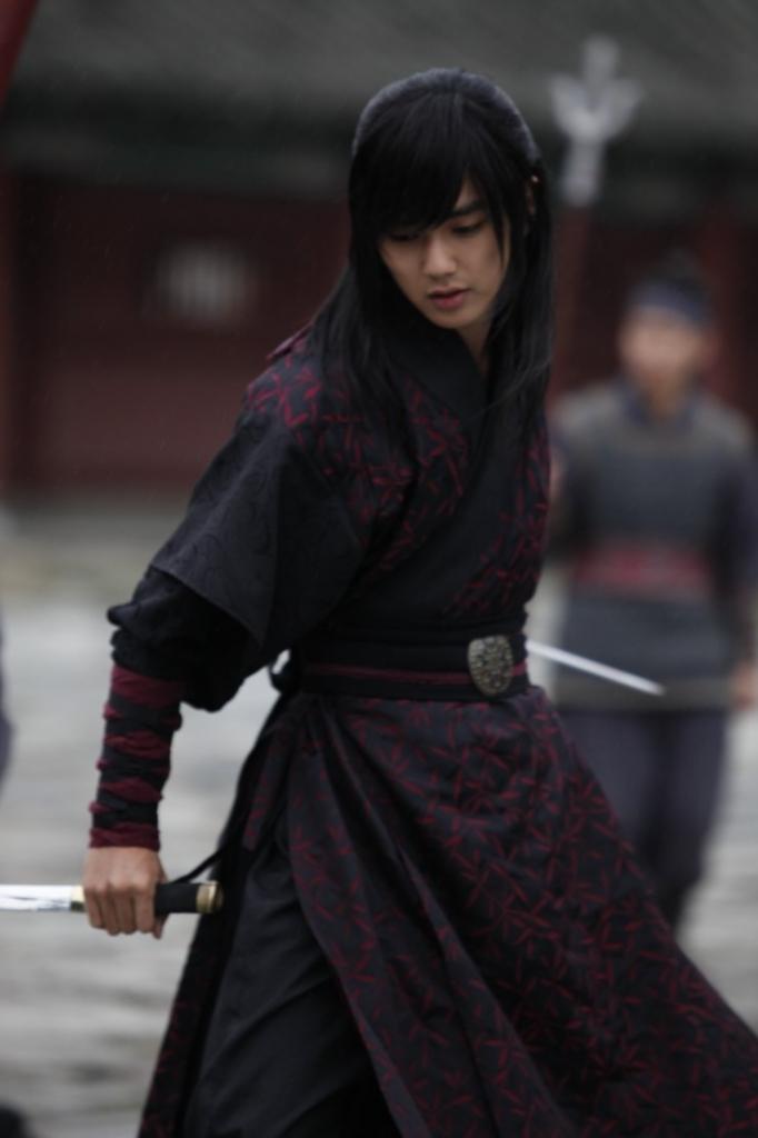 yoo seung ho vo cong cao cuong trong mat na quan chu