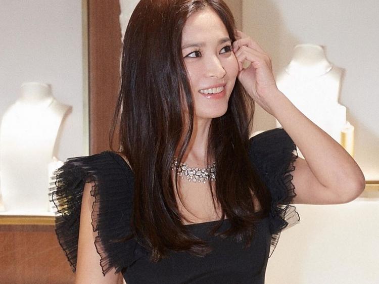 song hye kyo lan dau tham gia su kien o que nha sau khi li hon