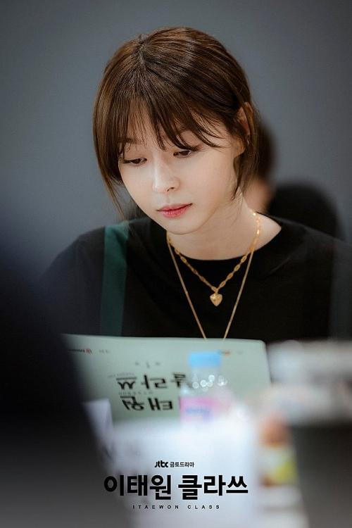 pho chu tich park seo joon dep xuat sac trong buoi doc kich ban phim moi