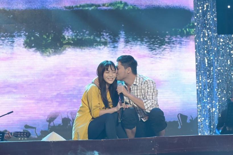 Quá ngọt ngào, Minh Luân hôn má Jang Mi trên sân khấu