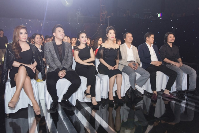 minh tuyet cam ly cung ngoi ghe nong voi mc tran thanh dao dien hoang nhat nam