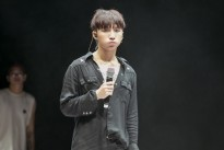 Sơn Tùng M-TP diện cây đen, siêu 'bảnh' chuẩn bị fan meeting tại Hà Nội
