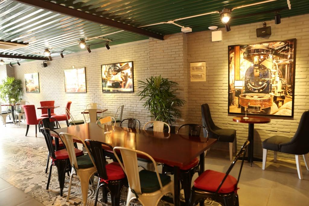 kim tuyen hieu nguyen dep doi tham du khai truong cua hang the coffee factory
