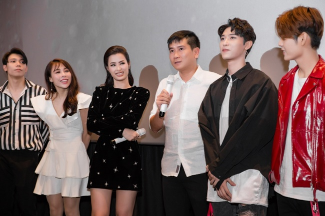dong nhi dap hop album nang 6kg cong bo san khau liveshow khung nhat tu truoc den nay