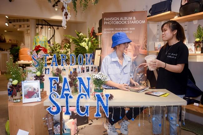 fan mang banh trang tron tang vu cat tuong trong fansign tai tphcm