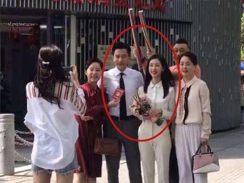 Lưu Khải Uy 'cua gắt', chia tay Dương Mịch liền bí mật kết hôn bạn gái kém 19 tuổi?