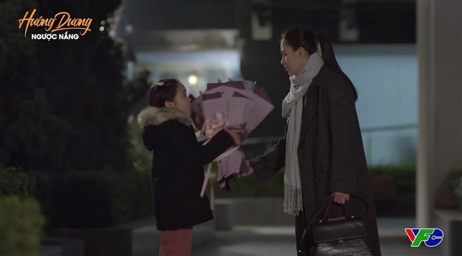 'Hướng dương ngược nắng' tập 49: Hoàng tung chiêu xin lỗi 'cực độc' khiến Minh 'choáng', Ngọc dọa 'ăn thịt' Trí?