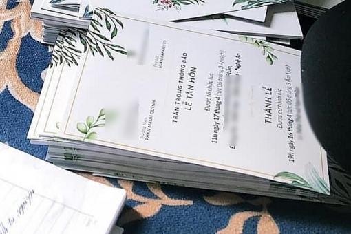 Fan xôn xao khi Phan Mạnh Quỳnh để lộ thiệp cưới
