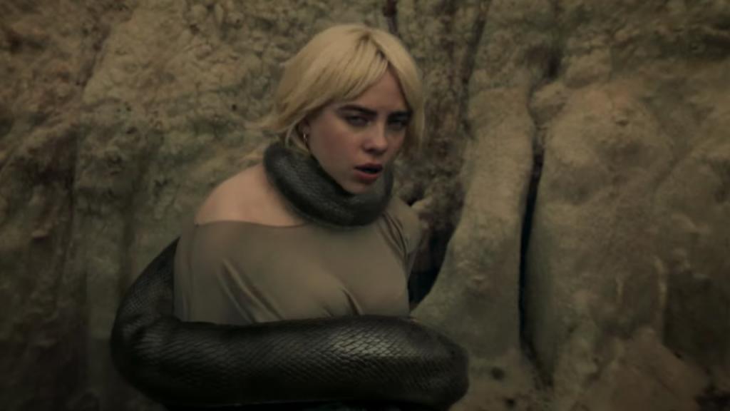 Mang rắn vào MV mới, Billie Eilish có ám chỉ tình cũ?