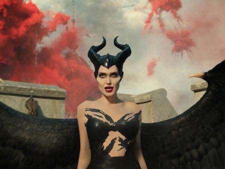 maleficent mistress of evil tien hac am 2 mam co day cua ky xao phuc trang khien khan gia man nhan