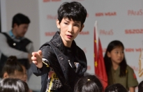 xuan lan dan dat cac hoc tro can quet san dien quoc te shanghai fashion week 2019