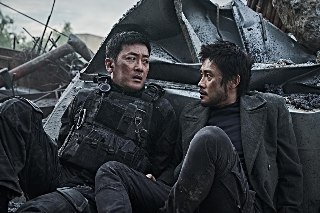 lee byung hun ha jung woo ma dong seok gay choang khi xuat hien trong dai tham hoa nui baekdu