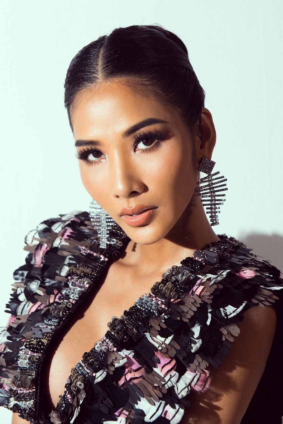 cong bo phat song series digital road to miss universe 2019 hoang thuy beauty queen is now or never