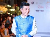 Nén cơn đau, ca sĩ Đoan Trường làm người mẫu trên sàn catwalk dài 50m